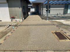 アプローチのコンクリート洗い出しと駐車場の土間コンクリート工事